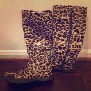 Earth rain boots
